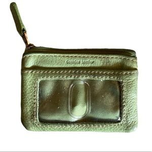 💋 3/ $30 Fossil Leather Change Purse in Olive